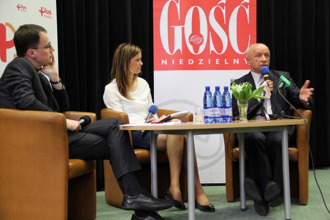 Od lewej: ks. Wojciech Parfianowicz, Alicja Górska, prof. Bogdan Chazan