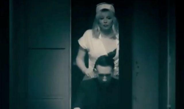 MARILYN MANSON ROZKRĘCIŁ SIĘ Z PROMOCJĄ ALBUMU 'HEAVEN UPSIDE DOWN' w artykule NOWY TELEDYSK MARILYNA MANSONA - W ROLI PIELĘGNIARKI, COURTNEY LOVE [VIDEO]