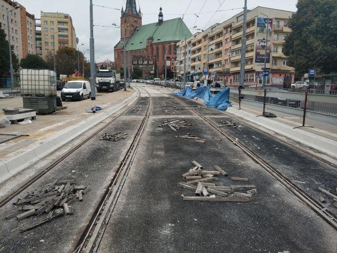 Prace przy modernizacji torowiska na ulicy Wyszyńskiego coraz bliżej końca.